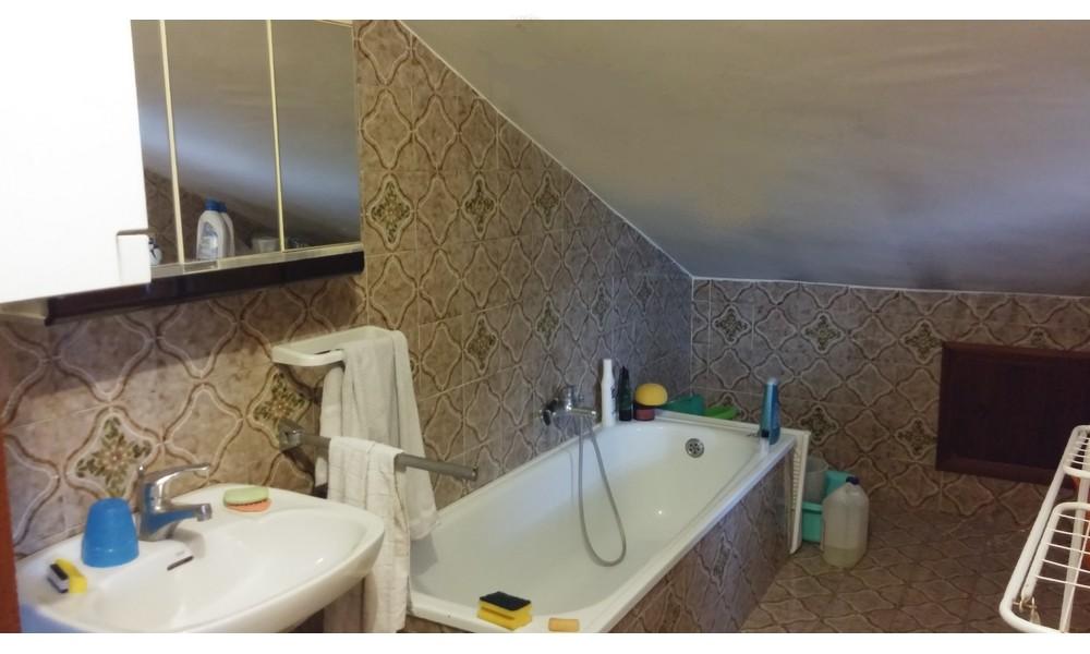 Doccia finestra interesting nei tre esempi che vedete for Camminare attraverso la doccia alla vasca