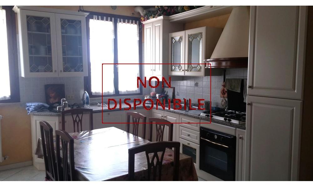 cucina-appartamento-mansarda-ultimo-piano-edifica-agenzia-villa-verucchio-venduto