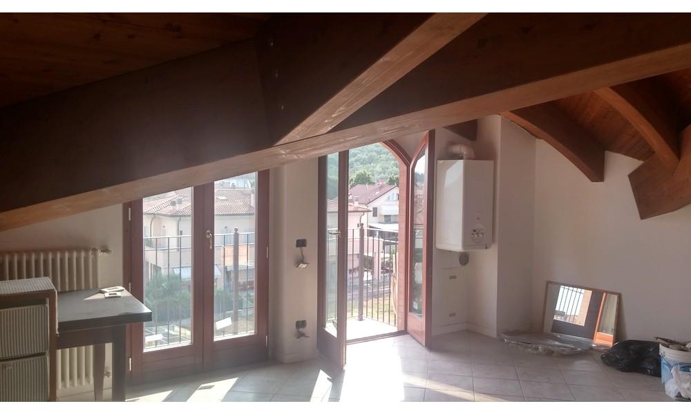 sottotetto-appartamento-finestra-balcone-edifica-agenzia-immobiliare-villa-verucchio