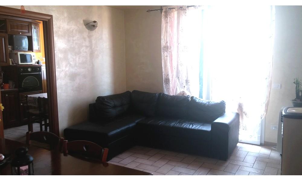 divano-sala-appartamento-piano-primo-vendita-la-giola-edifica-agenzia-santarcangelo-villa-verucchio