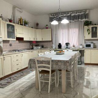 Appartamento con ampio terrazzo a Corpolò