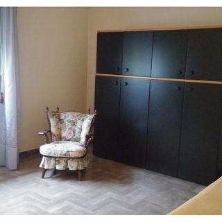 camera-matrimoniale-doppia-appartamento-piano-primo-casa-indipendente-terrazzo-edifica-agenzia-vendita-villa-verucchio