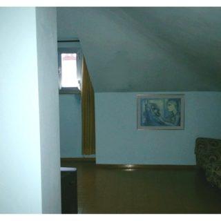 soggiorno-appartamento-piano-terzo-sottotetto-casa-indipendente-terrazzo-edifica-agenzia-vendita-villa-verucchio