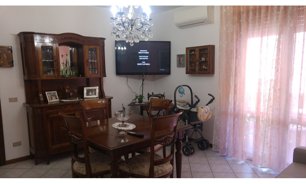 soggiorno-sala-pranzo-appartamento-trilocale-mansarda-edifica-agenzia-vendita-dogana-verucchio