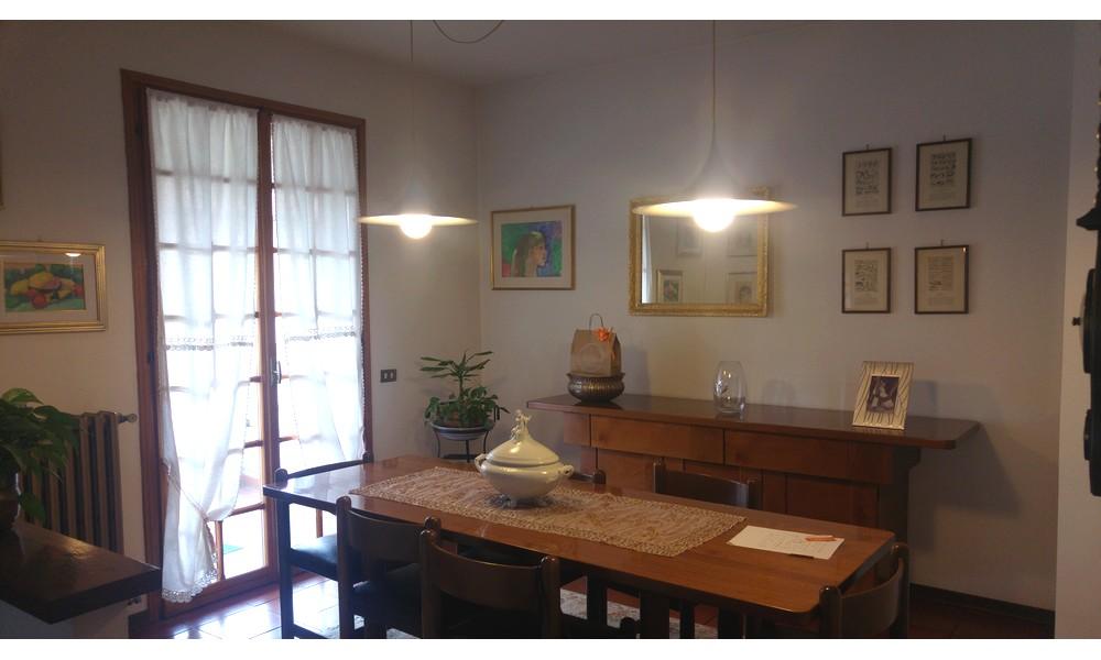 sala-pranzo-separata-camera-proprietà-agenzia-edifica-vendita-poggio-berni-appartamento-attico-ingresso-indipendente
