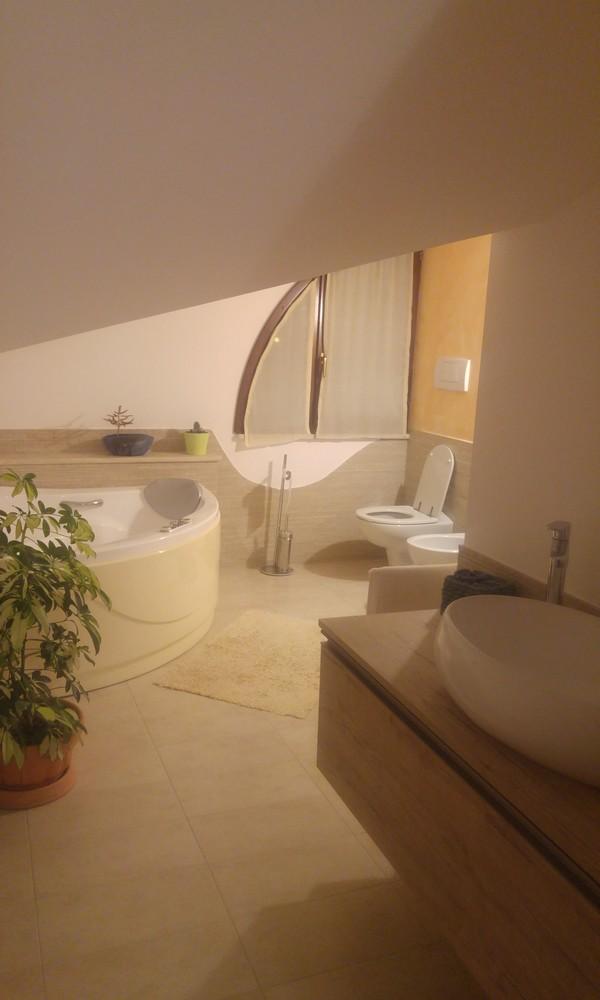 Edifica immobiliare compra e vendita immobili villa verucchio rimini ampio quadrilocale - Bagno sottotetto ...