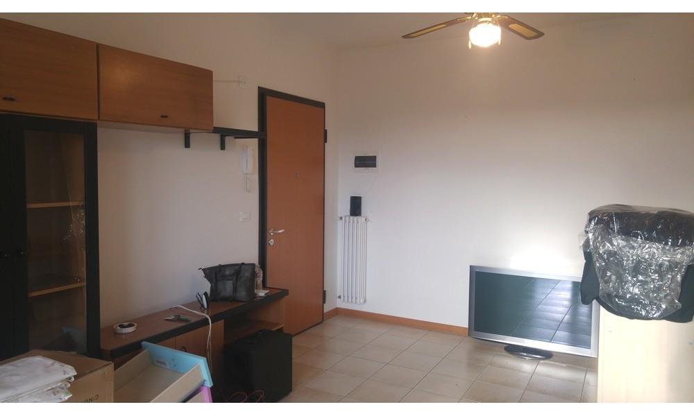 soggiorno-appartamento-trilocale-corpolo-rimini-affitto-agenzia-edifica-villa-verucchio-immobiliare