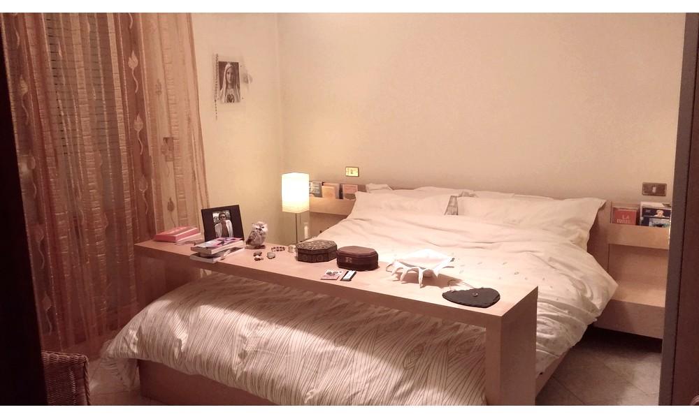 camera-letto-matrimoniale-edifica-vendita-agenzia-immobiliare