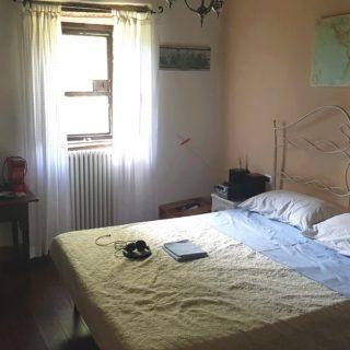 camera-matrimoniale-due-b&b-pennabilli-turismo-estate-edifica-agenzia-vendita-immobiliare-licenza-attività-camere-affitto-appartamento