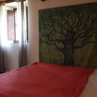 camera-matrimoniale-soppalco-b&b-pennabilli-turismo-estate-edifica-agenzia-vendita-immobiliare-licenza-attività-camere-affitto-appartamento
