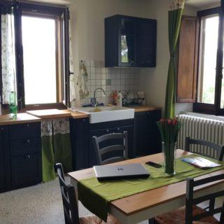 cucina-trilocale-b&b-pennabilli-turismo-estate-edifica-agenzia-vendita-immobiliare-licenza-attività-camere-affitto-appartamento