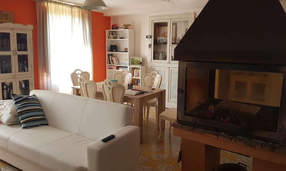 salone-camino-b&b-pennabilli-turismo-estate-edifica-agenzia-vendita-immobiliare-licenza-attività-camere-affitto-appartamento