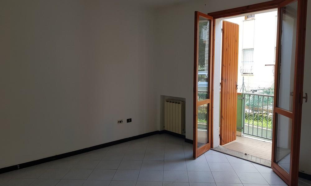 camera-terrazzo-appartamento-piano-terra-rialzato-corpolo-rimini-quadrilocale-affitto-giardino-garage-edifica-agenzia-immobiliare-villa-verucchio