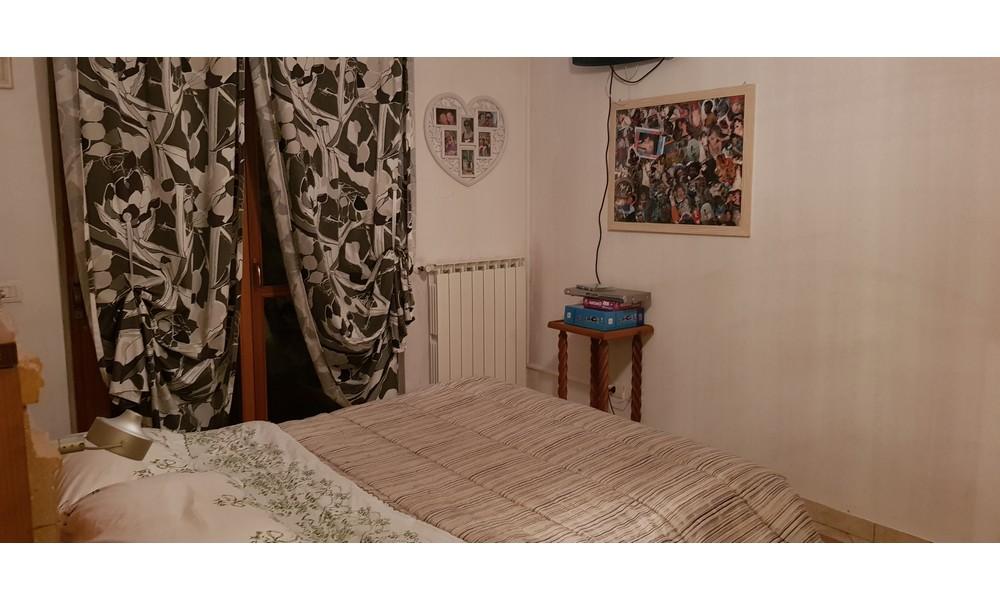 camera-matrimoniale-piano-appartamento-trilocale-mansarda-edifica-agenzia-villa-verucchio-vendita-immobiliare