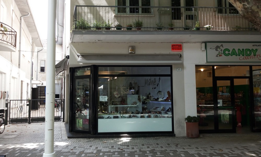 vetrina-negozio-locale-bellaria-attività-licenza-affitto-agenzia-immobiliare-edifica-villa-verucchio