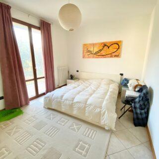 Appartamento con tre camere e giardino a Corpolò